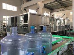 简单介绍桶装水灌装机具